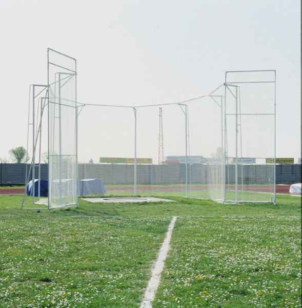 Protective cage for discus (and hammer) throwing  -