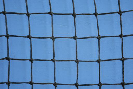 Standard tennis net made of polyethylene