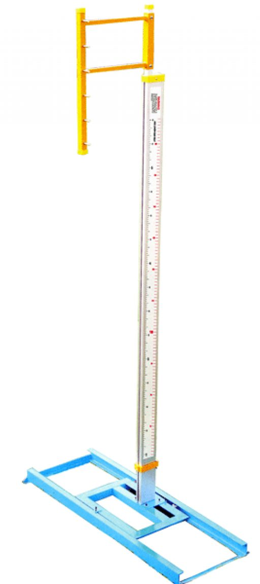 Pair of aluminium pole vault stands, height adjustable up to 650 cm