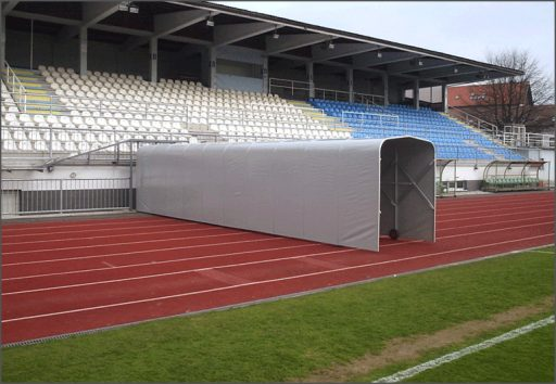 Extendable tunnel protecting players' entry